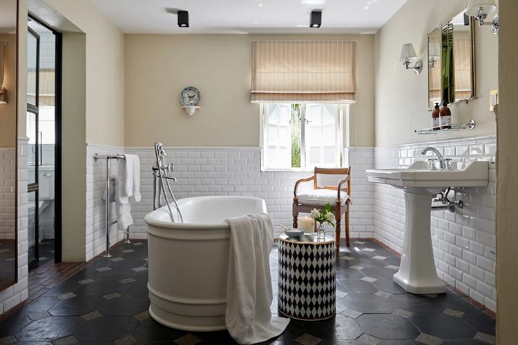 La Clé Lodge Courtyard Room Bathroom