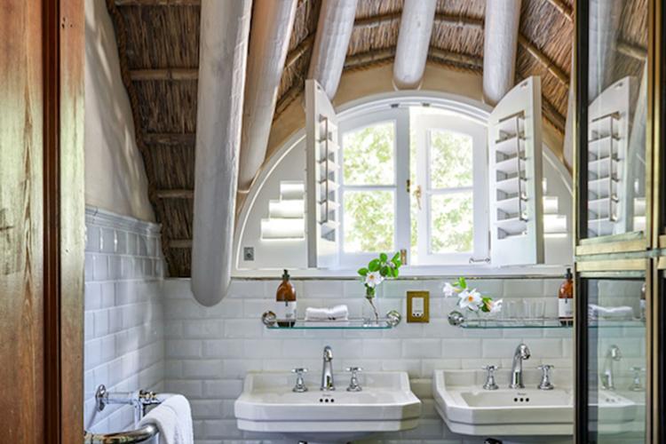 La Clé Lodge Petite Room Bathroom