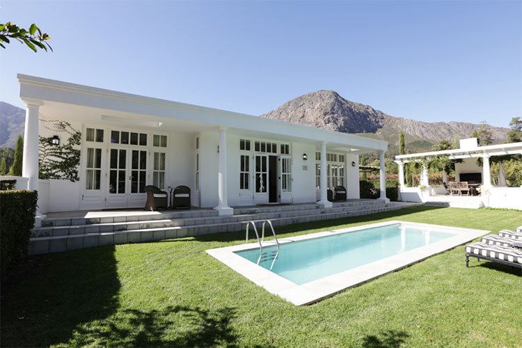 Le Lude Lily Pond Pool Winelands Accommodation