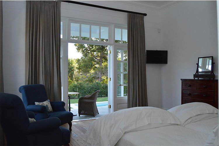 Le Lude Lily Pond Room Winelands Accommodation