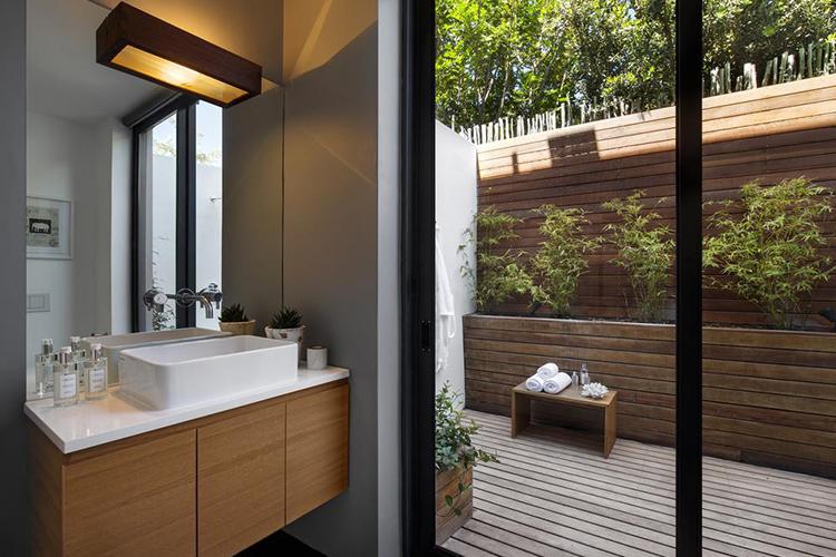 Waterline Villa Bathroom