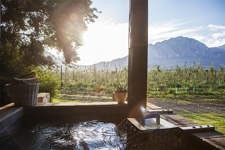 Weekend Getaways Cape Town: Bergsicht Country Farm Cottages Hot Tub