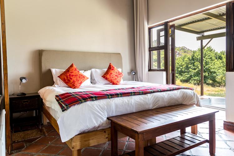 Weekend Getaways Cape Town: Cederkloof Botanical Retreat Bedroom