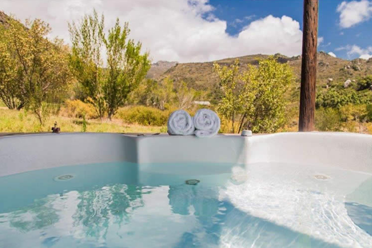 Weekend Getaways Cape Town: Cederkloof Botanical Retreat Jacuzzi