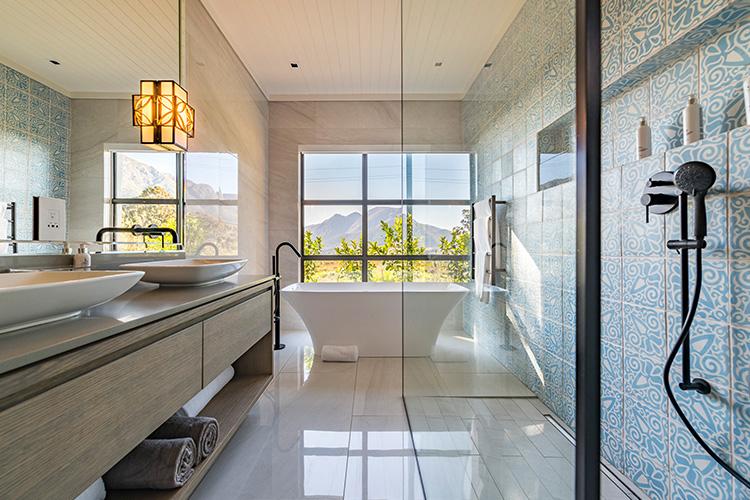 Weekend Getaways Cape Town: La Petite Ferme Vineyard Suites Bathroom