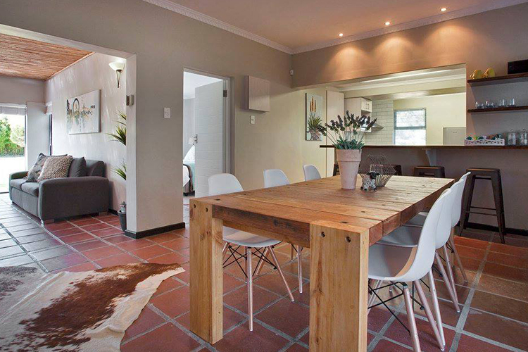 Weekend Getaways Cape Town: Rest at Chabivin Country Cottage Interior