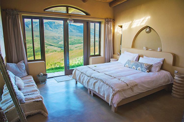 Secluded Getaways in The Cape: Akasha Mountain Retreat Bedroom
