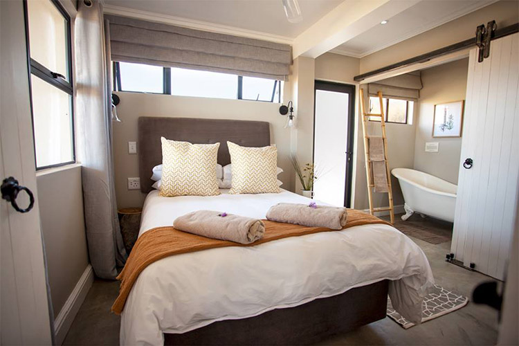 Secluded Getaways in The Cape: Famtin at Riverstone House Bedroom