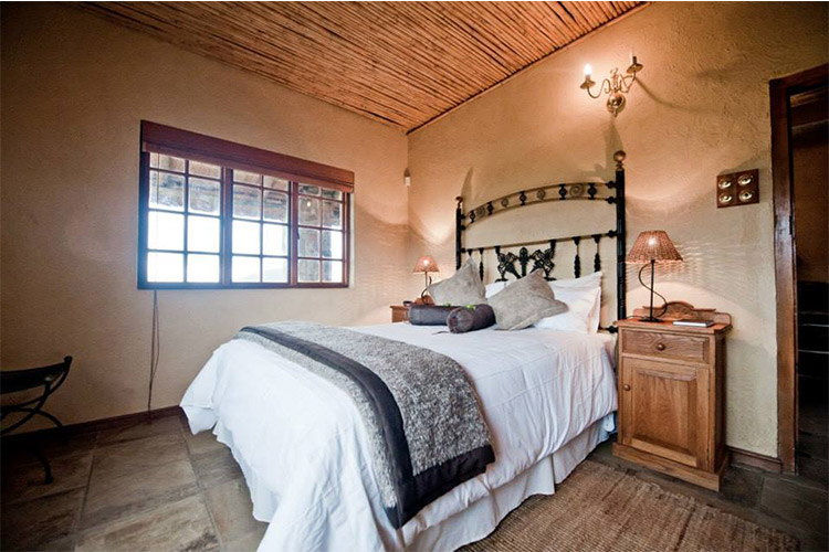 Secluded Getaways in The Cape: Fossil Hills Bedroom