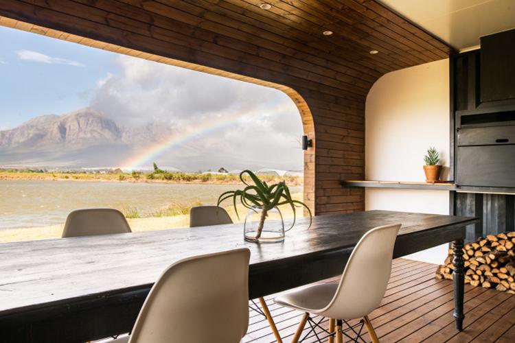 Pet-Friendly Getaways Western Cape: CouplesPod at Riverstone House Deck
